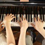 piano a cuatro manos