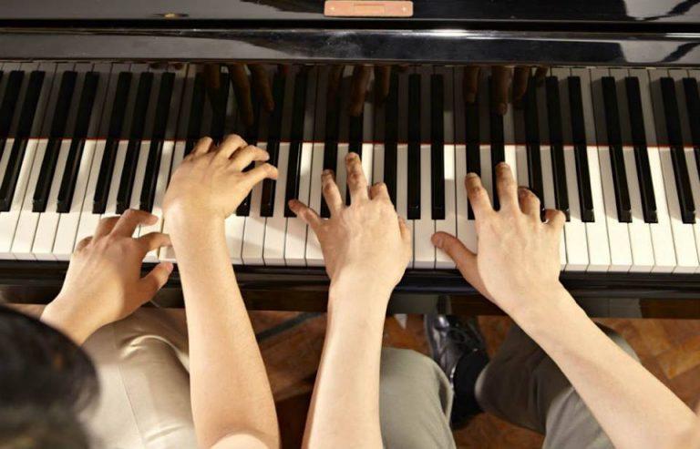 CURSOS DE PIANO Y TECLADO en Baracaldo / CLASES DE PIANO Y TECLADO en Barakaldo con Ipad